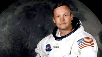 neil armstrong dead a 82 rs
