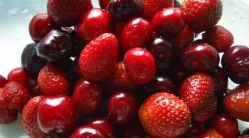 red-fresh-fruits rs